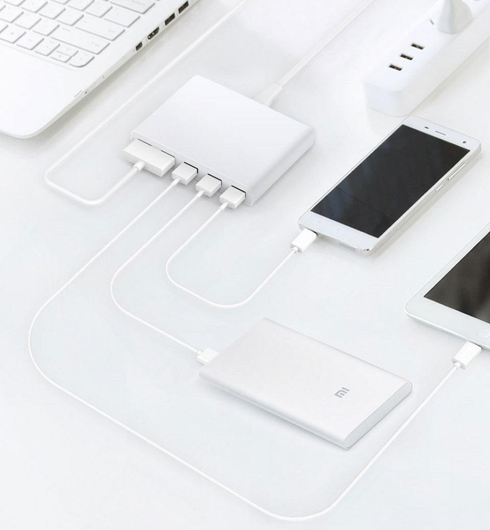 Зарядное устройство Multi USB port power adaptor 5 USB White с подключеными девайсами