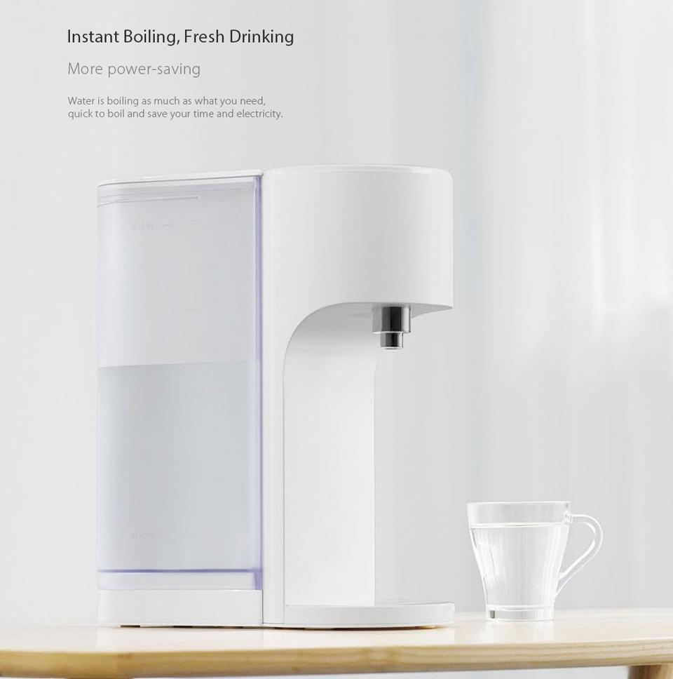 Термопот Viomi Smart Water Heater наполненный стакан воды