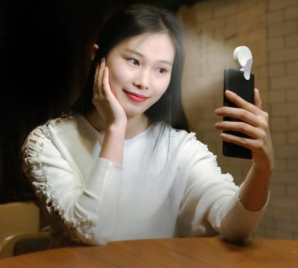 Вспышка для смартфонов Mi Selfie Light Clip White YMBGD001 девушка фото