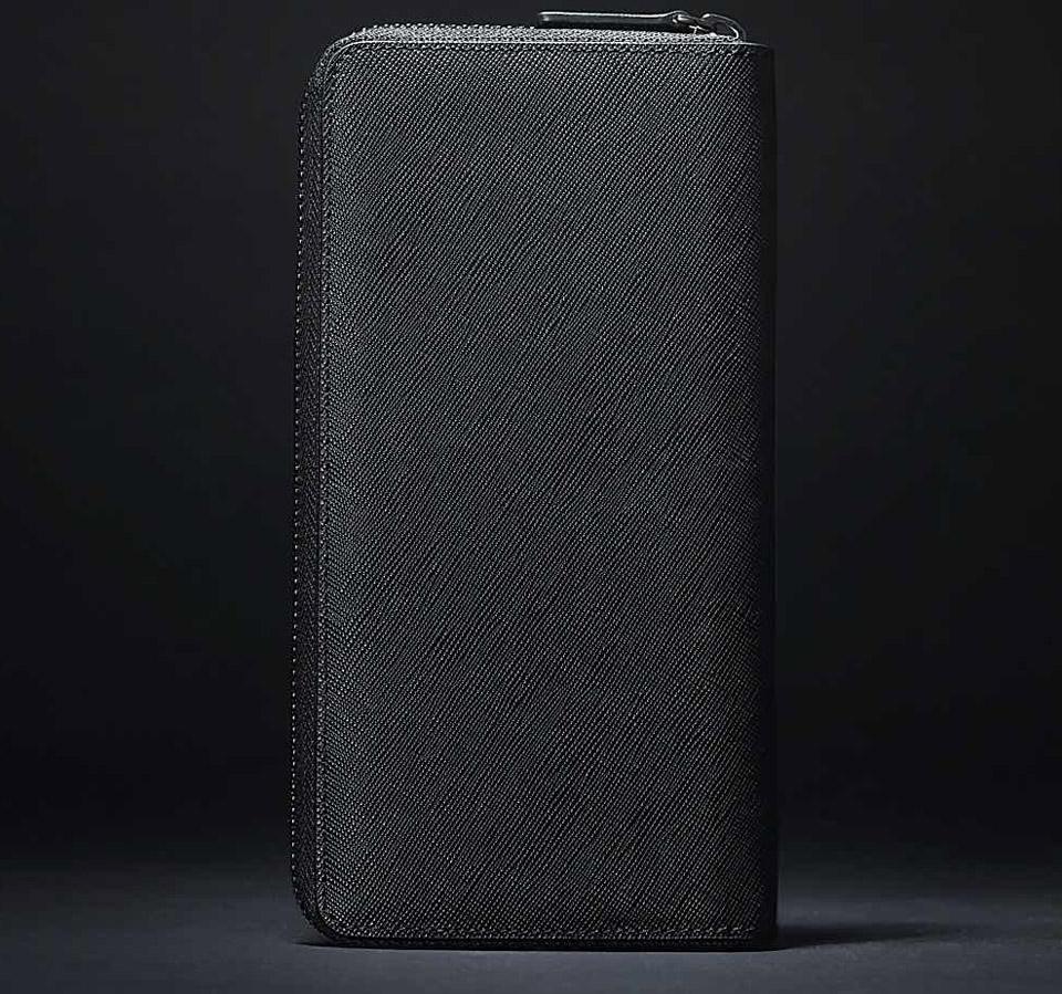 Бумажник кожаный RunMi 90 Points Long Wallet крупным планом вертикально