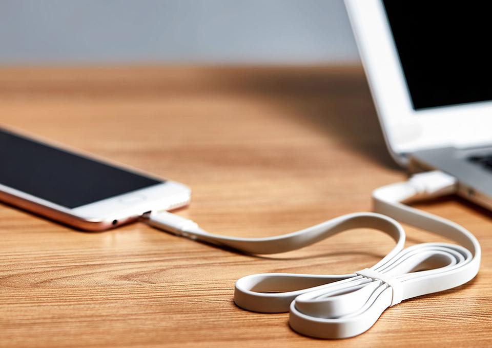 Кабель Mi Colorful Portable USB - Type-C 120CM Grey смартфон подключен к ноутбуку