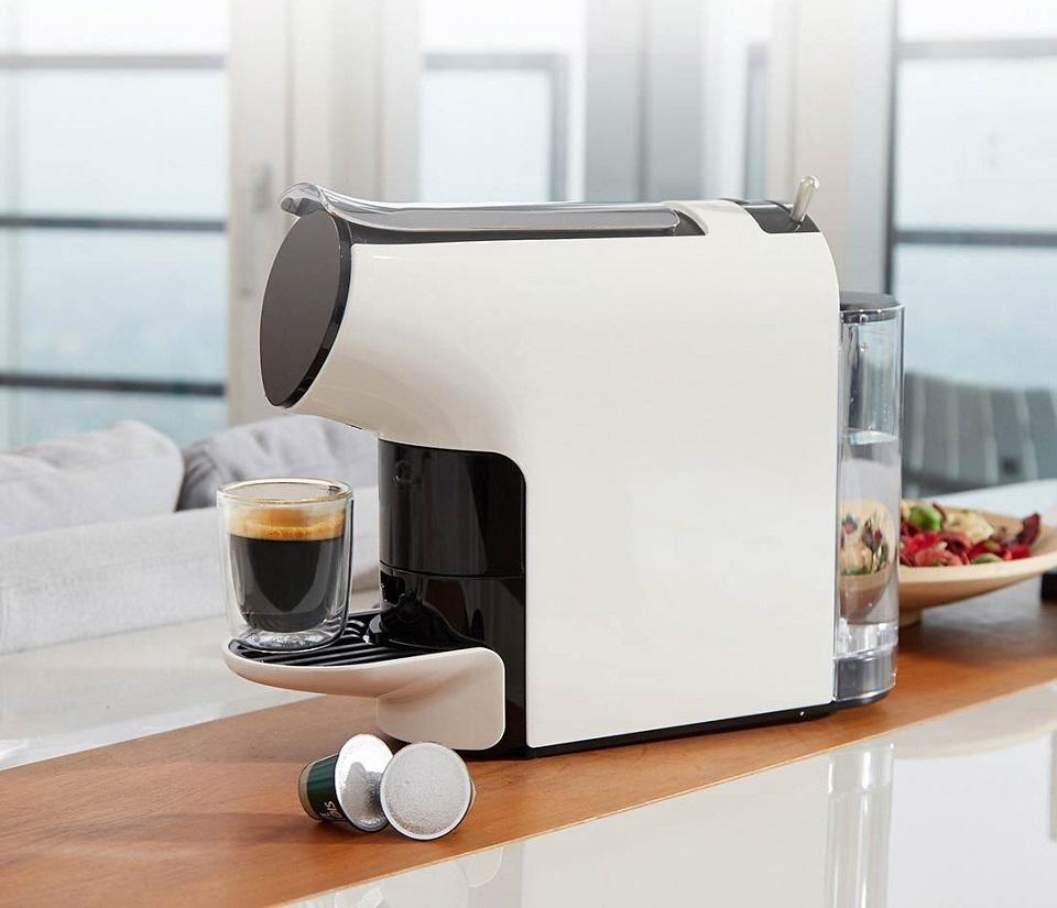 Кофемашина Scishare Coffee Machine вид сбоку приготовленное кофе