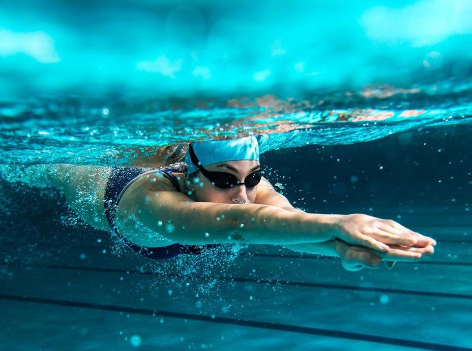 Очки Turok Steinhard Swimming glasses Adult YPC 001-2020 спортсмен плывет под водой