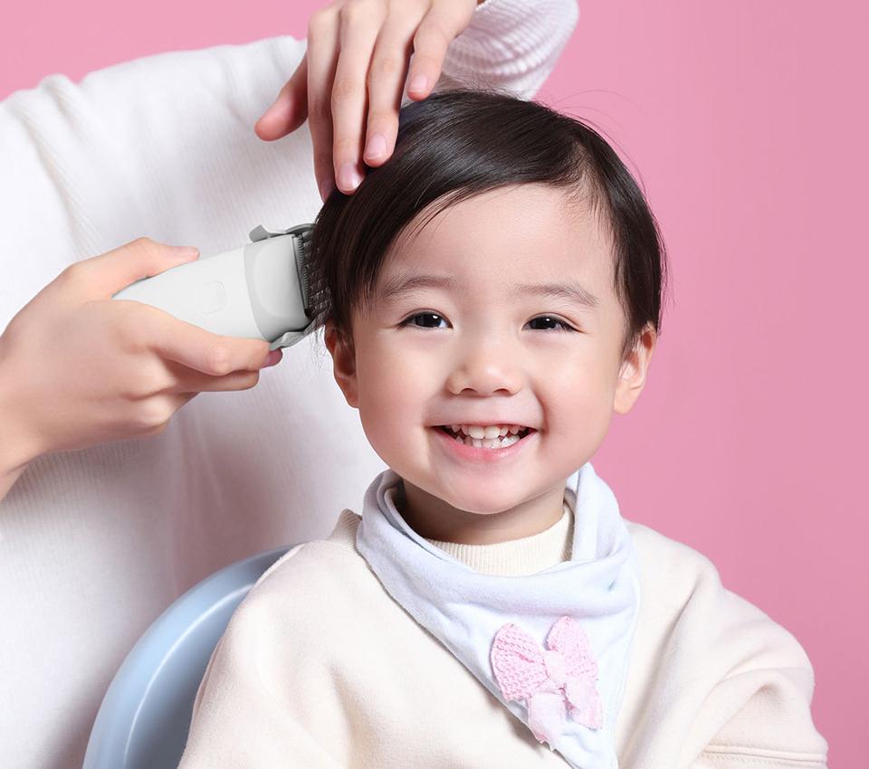 Машинка для стрижки Baby Hair Clipper White ребенок улыбается